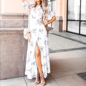✨ CHRISTY WHITE FLORAL MAXI DRESS✨